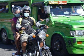 DAVAO. Gidili na ang angkas sa motorsiklo. Kini mismo ang gipahibawo ni Davao City Police Office Director Colonel Kirby John Kraft tungod mas pahugtan pa ang pagpatuman sa social distancing sa siyudad. Sa kasamtangan, dunay 6 nga positibo sa Covid-19 sa tibuok rehiyon. (Macky Lim)