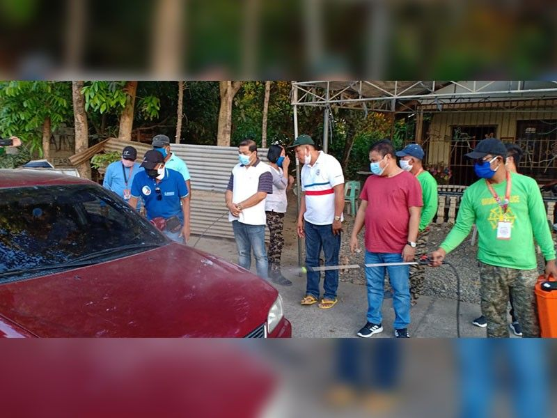 PAMPANGA. Mayor Rene Maglanque personally monitors the checkpoint in Barangay Vizal San Pablo, Candaba, Pampanga to ensure the safety of the townsfolk and make Candaba free and safe from the spread of Covid-19 in the country. (Contributed photo)