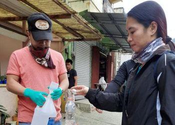 LA TRINIDAD. Fifty gallons of free alcohol refills were distributed to Barangay Balili residents by the La Trinidad Sangguniang Kabataan Federation during house to house visits. (Photo by Manuel Dorado)