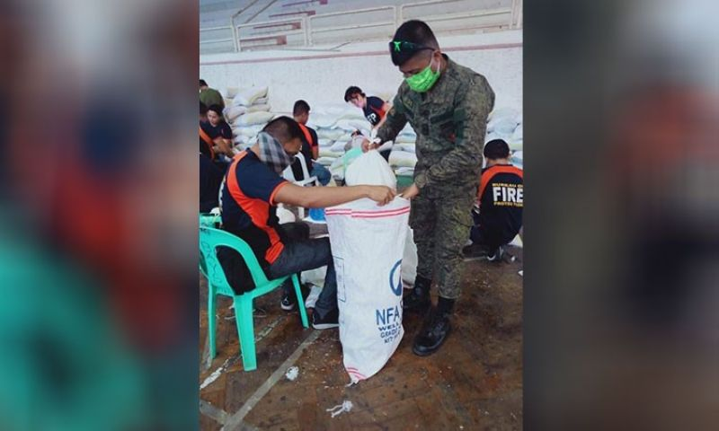 BACOLOD. Soldiers of the 303rd Brigade Philippine Army based in Barangay Minoyan, Murcia assist members of the Negros Occidental Inter-Agency Task Force on Covid-19 in packing relief goods Sunday, March 29, 2020. (Contributed Photo)