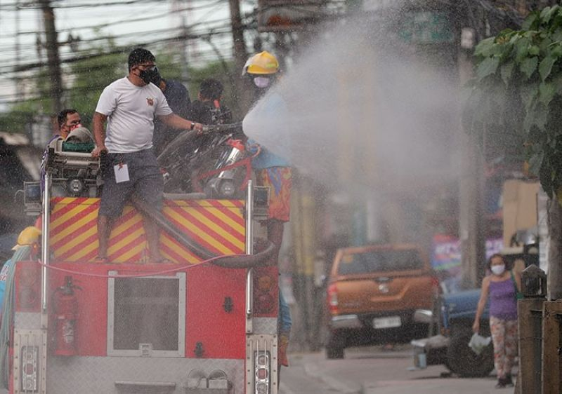 MANILA. A fireman sprays disinfectant from the back of a firetruck to help curb the spread of the coronavirus during a localized quarantine in Manila, Philippines, on Monday, March 30, 2020. (AP)