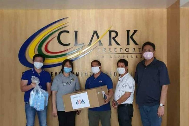 PAMPANGA. Clark Development Corporation (CDC) recently donated various protective materials to Jose S. Lapid District Hospital in Porac. These materials include 1000 face masks, 300 pairs of gloves, and 10 thermal scanners. Porac Mayor Jaime V. Capil (1st, L) received the donations handed by (R-L) CDC President and CEO Noel F. Manankil, CDC Director Nestor Villaroman, Jr., CDC-OP staff Wilfredo Dayrit and CDC vice president for Admin and Finance Mariza Mandocdoc. (Contributed photo)