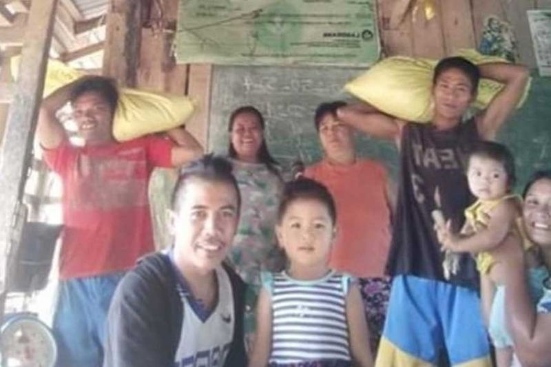 Contributed Photo: Some of the residents who availed of free rice from the Dalayapan Agrarian Reform Cooperative at Barangay Caduha-an in Cadiz City recently.