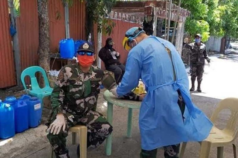 BACOLOD. A medical team from the Health Services Division of the Negros Occidental Police Provincial Office conducts checkup to the police personnel manning the quarantine checkpoints in Bacolod City as requested by the Bacolod City Police Office Director Colonel Henry Biñas. The team also provided them vitamins and medicines. (Contributed photo)