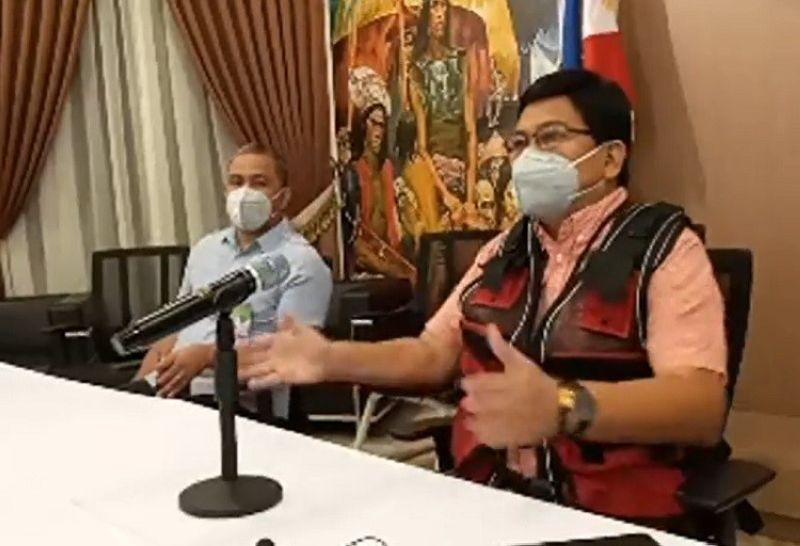 CEBU. Mayor Edgardo Labella issued executive order no. 66 on Wednesday, April 1, 2020, which requires all persons to wear masks within the territorial jurisdiction of Cebu City. (Screenshot from Philip Cerojano's Facebook Live video)
