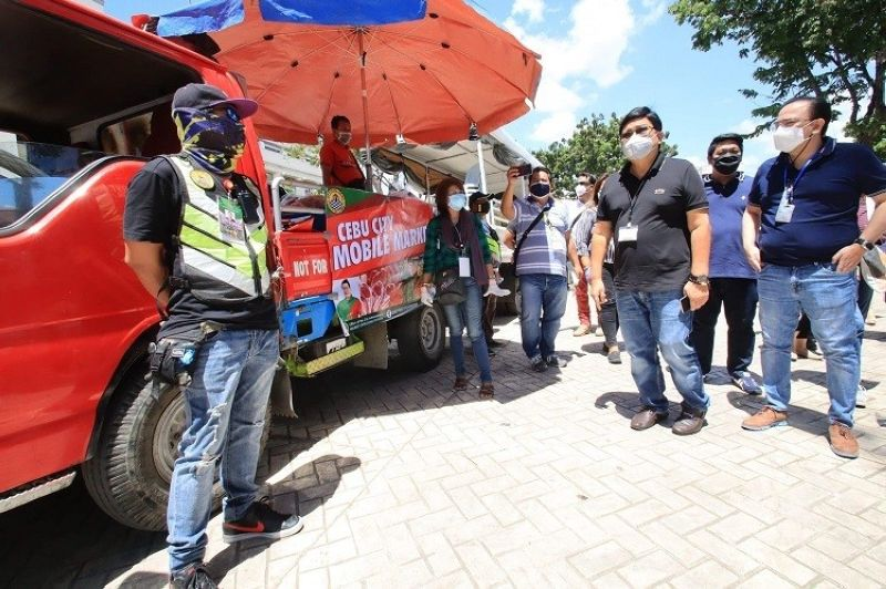 CEBU. The mobile markets in Cebu City has started rolling after it was launched on Thursday, April 2, 2020. (Photo courtesy of Cebu City PIO)