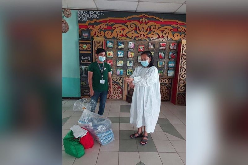 BACOLOD. The Negrense Volunteers for Change Foundation, Inc. provides hospital gowns and face shields to our health warriors who risk their lives to save others from the perils of the coronavirus disease. (Contributed photo)