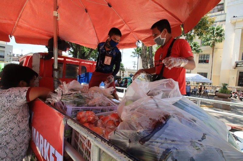 CEBU. Meat, fruits, vegetables and other food supplies are available at the mobile markets.. (Photo courtesy of Cebu City PIO)