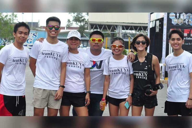 YOUTH REPRESENT. The members and founder John Velez (center) of Team Kuya Running Team, which is composed of students and youth runners, pose for a photo during the SM2SM Run 2020 in February. It was the last major running event in Cebu before public gatherings were banned due to the Covid-19 outbreak. (Contributed Photo)