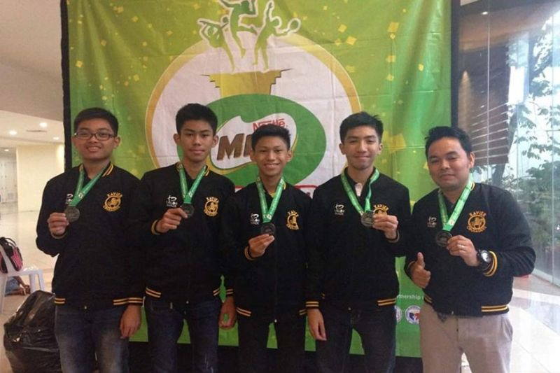 CAGAYAN DE ORO. Adrian Othniel Yulo (in the middle) then with his Xavier University chess team during the Milo Little Olympics National Finals. (Contributed photo)
