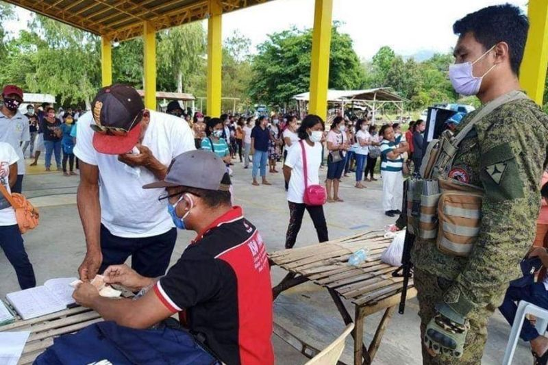 NEGROS. The 303rd Infantry Brigade, Philippine Army based in Barangay Minoyan, Murcia intensified their security assistance amid the Coronavirus Disease (Covid-19) Enhanced Community Quarantine.