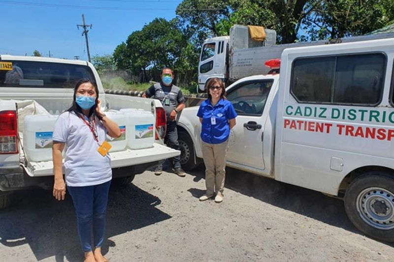 BACOLOD. VMC Administrative head, Atty. Eva Rodriguez (right) turns over alcohol to personnel of Cadiz District Hospital. (Contributed photo)