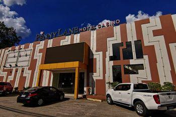 DAVAO. Temporaryong himuong ospital sa mga cancer patients kini nga hotel nga nahimutang sa Barangay Apokon, siyudad sa Tagum. (Dexter T. Visitacion)