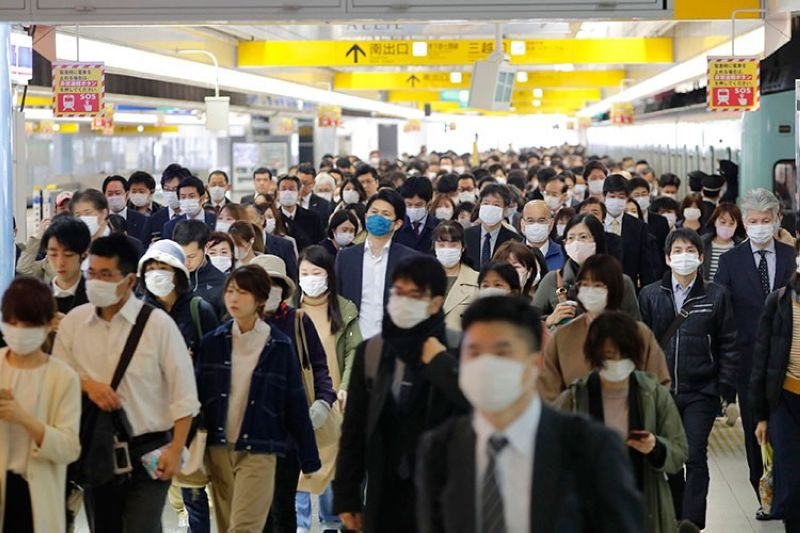JAPAN. Commuters wear masks at a station in Fukuoka, southern Japan Wednesday morning, April 8, 2020. (AP)