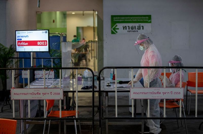 THAILAND. Medical workers manage a counter of Covid-19 infection screening center at a carpark that turned in to a screening center at Chulalongkorn University health service center in Bangkok, Thailand, Wednesday, April 1, 2020. (AP)