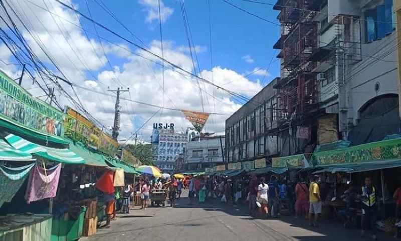CEBU. The Cebu City Market Operations Division has suspended one ambulant vendor from selling goods at the Carbon Public Market for overpricing. (Contributed photo)