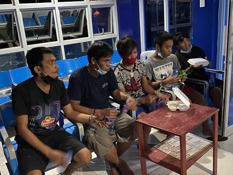 CEBU. Following the request of their families, inmates Lucio Papas Llamedo, Marcelo Geronggay, Edjon Samson Carbantes, Jorsua Orongan Burgos and Jave Reyes Pongcol turned themselves in to police. (Contributed photo)