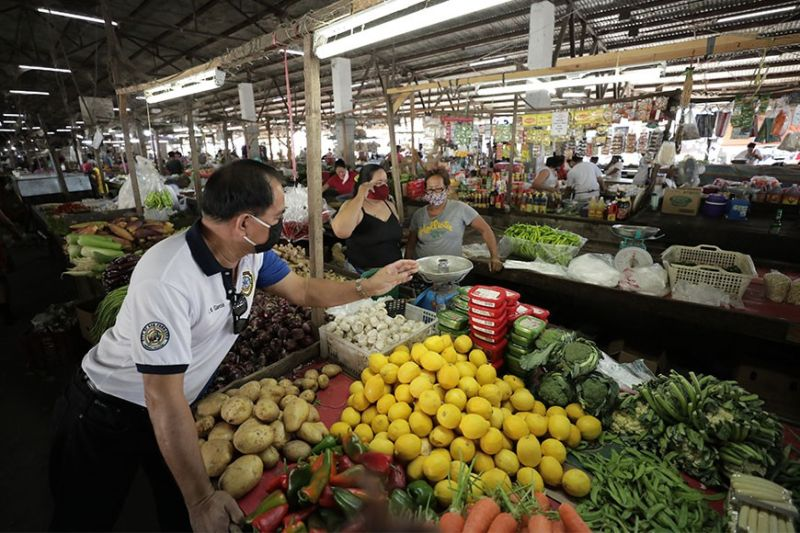 PAMPANGA. Members of the Local Price Coordinating Council of San Fernando, Pampanga conduct monitoring and inspection activities among market vendors at the Old Public Market in Poblacion Area on April 14, 2020. (CSF-CIO)