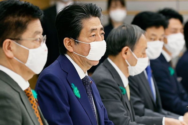 JAPAN. Japanese Prime Minister Shinzo Abe (center), wearing a face mask, speaks during the country's coronavirus task force meeting at his official residence in Tokyo Thursday, April 16, 2020. (AP)