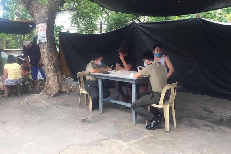 MANILA. Two personnel from the Office of the Judge Army Advocate of the Philippine Army interview some residents on April 24, 2020 regarding the shooting that killed former soldier Winston Ragos. (Contributed Photo)