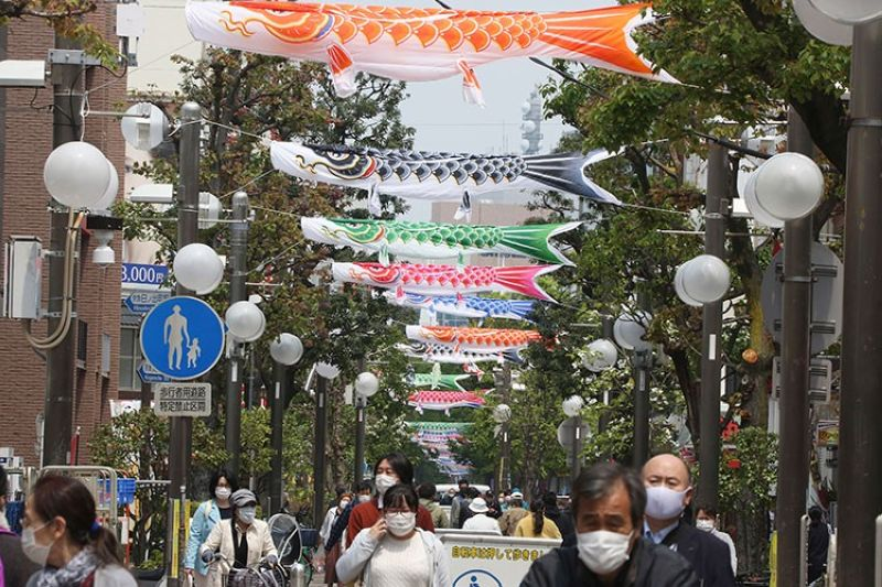 JAPAN. People wearing face masks to protect against the spread of the new coronavirus walk around open public areas in Yokohama near Tokyo, Monday, April 27, 2020. (AP)