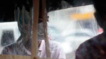 DAVAO. Kini ang sulod sa mga pasaheroang dyip sa Davao City diin makita nga duna nay mga tabil ang isig ka distansya sa lingkuranan agi'g proteksyon nga di matakbuyan og coronavirus disease (Covid-19). Nakasuot sab og face mask ang pasahero diin nahimong mandatory kini karon sa publiko. (Hulagway ni Ace Perez)