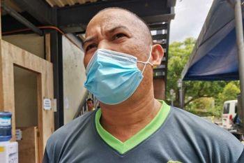 DRRMO MANDAUE: Si Romeo Tibon, usa ka responder sa Mandaue City Disaster Risk Reduction and Management Office (DRRMO) nga frontliners sa Covid-19 crisis nga nalayo sa iyang pamilya. (Kate F. Denolang)