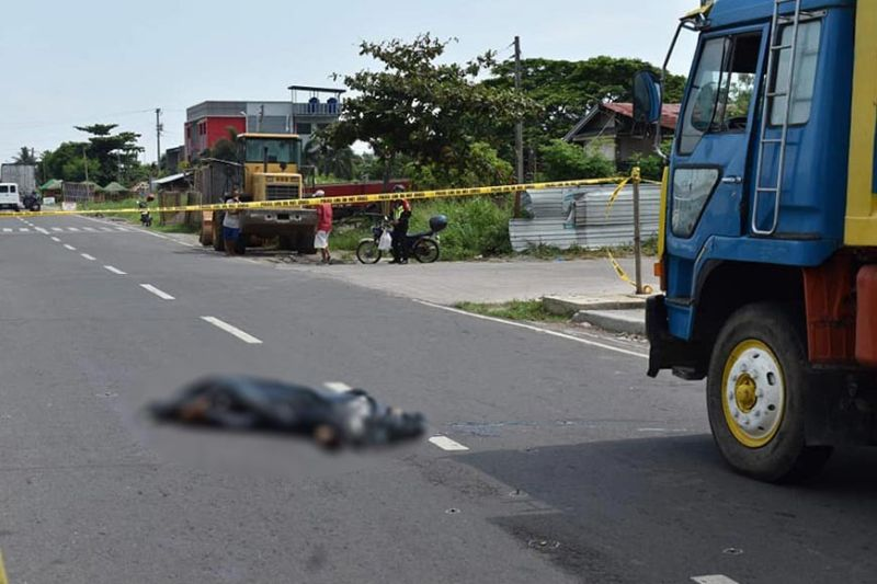 MURDER. Police cordon off area at Barangay Sum-ag in Bacolod City where 38-year-old Randolf Domingo was shot dead by motorcycle riding suspect Tuesday, May 26, 2020. (BCPO Photo)