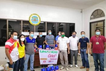BACOLOD. Officials of Negros Occidental and Univet Nutrition and Animal Healthcare Company (Unahco) donate disinfectant to the Provincial Board of Negros Occidental and Provincial Veterinary Office (PVO) for the African Swine Fever (ASF) prevention project at the Provincial Capitol in Bacolod City Tuesday, May 26, 2020. Also, in photo, PVO officials and personnel headed by Provincial Veterinarian Renante Decena (second from right). (Contributed photo)