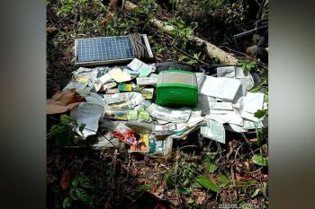 Military troopers seize some documents following the discovery of the third NPA hideout in Sitio Mabunga of Barangay Buenavista, Himamaylan City, May 24. (Contributed photo)