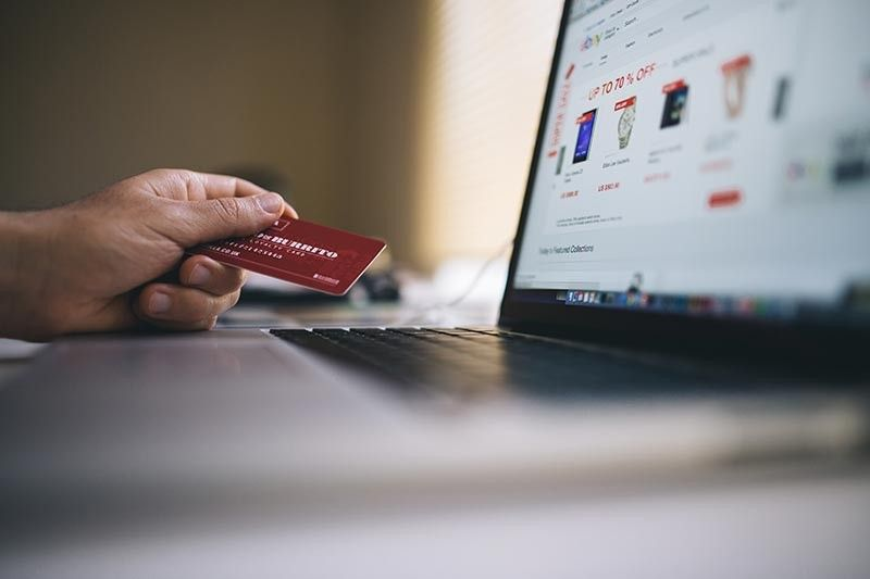 ONLINE BUSINESS. Amid the coronavirus disease 2019 (Covid-19) pandemic, more online businesses have started to open ranging from delivery services to food processors. (Photo from Negative Space/Pexel)