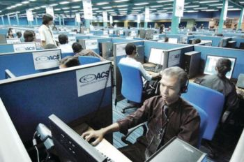 THEY'RE HIRING. While the coronavirus outbreak has left thousands lining up for unemployment asssistance, there are some industries that are booming and hiring. One of them is the call center industry, where fresh graduates can potentially earn P22,000, according to JobStreet Philippines. (SunStar file) onerror=