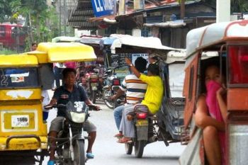 LAPU-LAPU TRICYCLES: Usa ang Lapu-Lapu sa mga dakbayan sa Metro Cebu nga daghang tricycles nga nagbiyahe sa sentro sa siyudad nga giplohan nga usbon ang ilang rota. (SunStar File Photo)