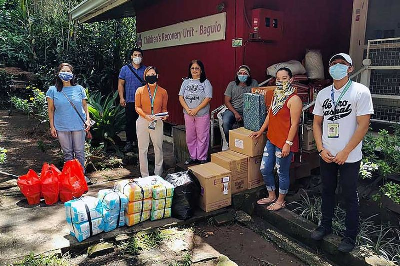 "BAGUIO. Belinda Amaki-Ngalob and Jenelyn Parello, best friends with other kindhearted individuals pooled resources to donate to ""Helping Hands, Healing Hearts,"" a children's recovery unit in Baguio boxes of fruits, vegetables and grocery items. (Photo by JJ Landingin)"