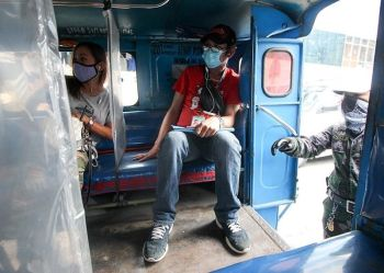 """BAGUIO. Plastic dividers help maintain the distance between passengers during the """"new normal"""". Since the shift to general community quarantine (GCQ), few jeepneys were able to ply the streets and are only allowed to carry 50 percent of their carrying capacity. (Photo by Jean Nicole Cortes)"""