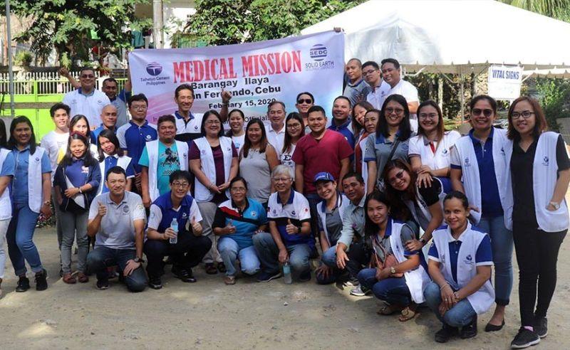 MEDICAL TEAM: Ang medical team nga nihimo  sa medical mission sa duha ka mga bukirang barangay sa lungsod sa San Fernando, Cebu. / Tampo