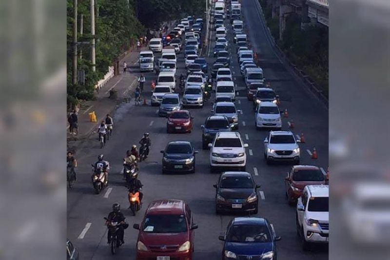 MANILA. Traffic is heavy along the southbound lane of Edsa on June 1, 2020, the first day of the easing of restrictions in the country. (Photo by Third Anne Peralta-Malonzo)