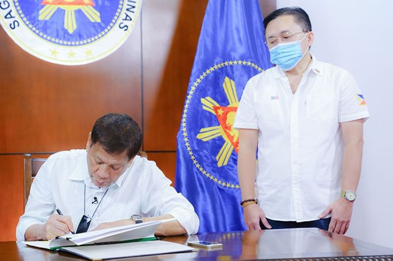 DAVAO. President Rodrigo Duterte signs into law the establishment of the National Academy of Sports during a ceremony at the Presidential Guest House in Panacan, Davao City on June 9, 2020. Also in the photo is Senator Christopher
