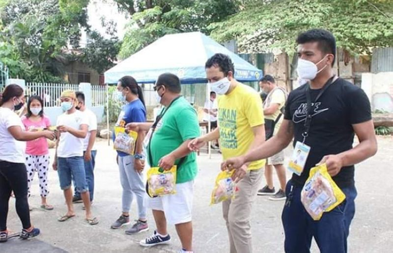 CAGAYAN DE ORO. Giving food packs to the needy is no longer a burden for the Department of Social Welfare and Development workers with the help from Team Cagayan de Oro's basketball players. (Contributed photo)