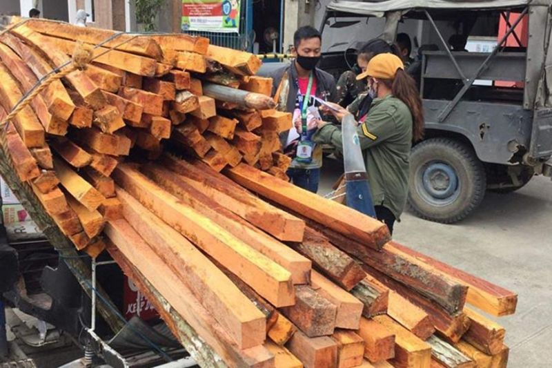 ZAMBOANGA. The Department of Environment and Natural Resources has seized illegally-cut forest products in a series of apprehensions last week in the provinces of Zamboanga del Norte and Zamboanga del Sur. A photo handout shows some P9,794 worth of illegally cut lumbers aboard a tricycle intercepted along Punta National Highway, Katipunan, Zamboanga del Norte. (SunStar Zamboanga)