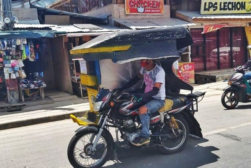 FARE HIKE. Tricycle drivers in Lapu-Lapu City can now charge higher fares for passengers as the ordinance for a provisional fare hike has been approved by the Lapu-Lapu City Council. (Alan Tangcawan)