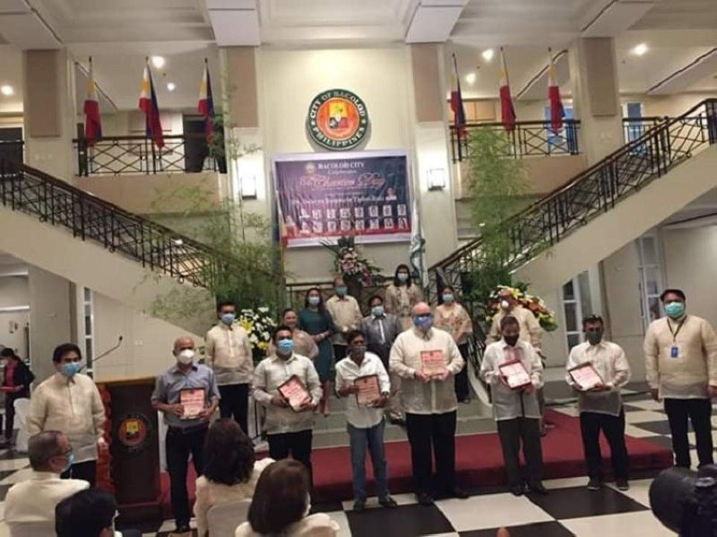 HONOR. Bacolod City officials honor outstanding individuals who are this year's Mayor's Special Citation awardees at the Bacolod Government Center Thursday, June 18, 2020. (Merlinda A. Pedrosa)