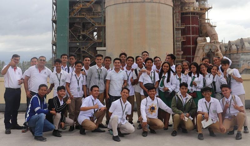 MINING MINDS. San Fernando Senior High School's Science, Technology, Engineering and Mathematics students see for themselves the manufacturing facility of Taiheiyo Cement Philipines Inc. in San Fernando town, Cebu that uses the minerals of Solid Earth Development Corp. (Contributed)