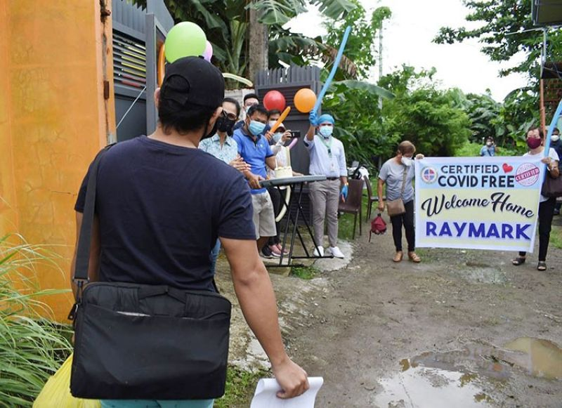 LEYTE. Palo town Mayor Ann Petilla, along with local officials, celebrate the first recovered Covid-19 patient in their town. (Photo courtesy of Mayor Ann Petilla)