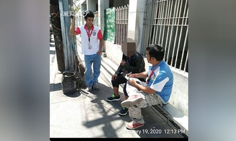 PAMPANGA. Personnel from the Angeles City Environment and Natural Resources Office apprehended and fined violators of different environmental laws and ordinances including the No Smoking Ordinance. (Angeles Cenro)