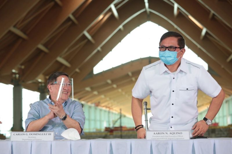 PAMPANGA. Finance Secretary Carlos Dominguez III expressed confidence in the leadership of Ciac president Aaron Aquino to achieve all the goals set out by the Duterte administration during an inspection of the new passenger terminal building of the Clark International Airport on Wednesday. (Ciac photo)
