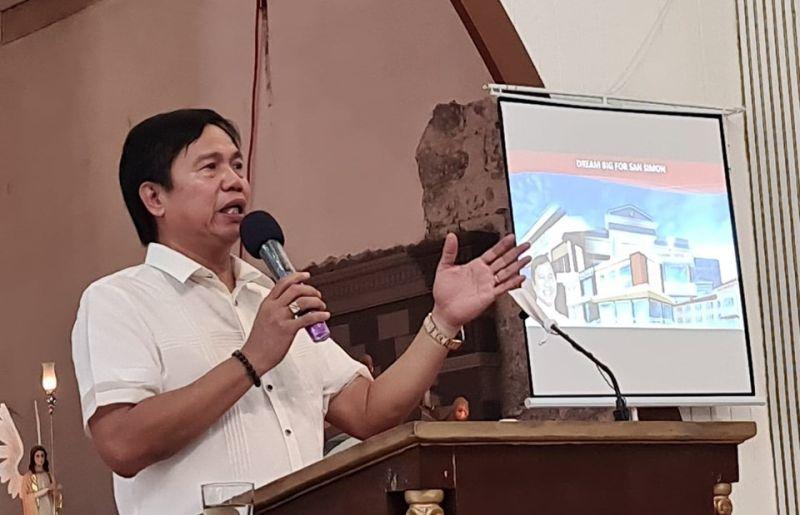 PAMPANGA. San Simon Mayor Abundio Punsalan Jr. delivers his state of the municipality address, which coincided with his birthday last July 15. (Chris Navarro)