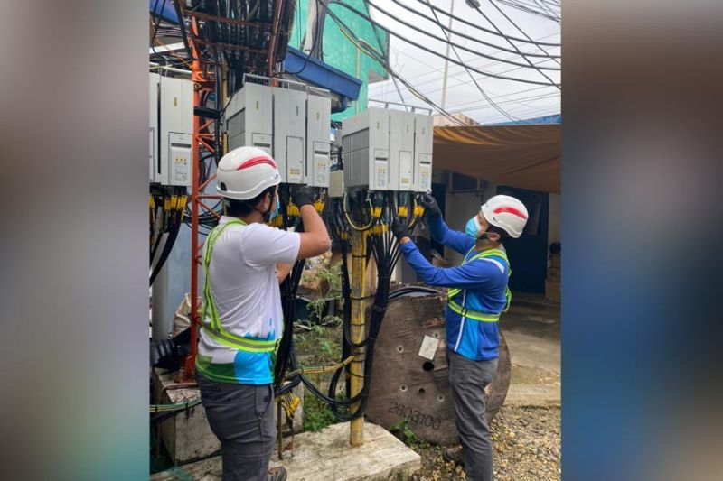NETWORK UPGRADE. Engineer Marino Romerde, Smart Wireless Field Services (WFS) supervisor and team leader for Bohol, left, and engineer Roneil  Jaropjop, WFS supervisor, during a network activity at a Smart cellsite in Tagbilaran City. (Contributed, SMART)