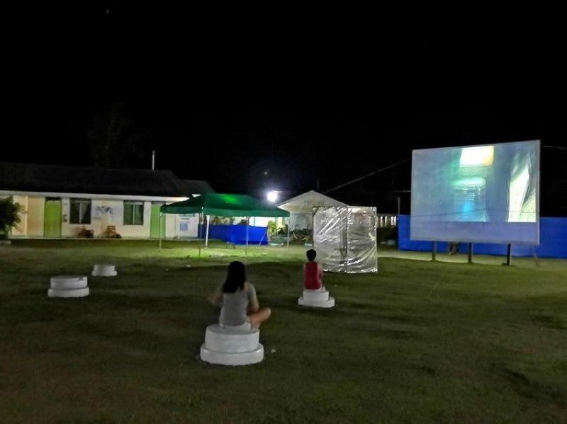 LEYTE. Residents watch a film while on quarantine at the Municipal Ligtas Covid Center (MLCC) in Barugo, Leyte through the initiative of Mayor Macel Cumpio-Avestruz and MLCC Manager Kent Ariza. (Photo courtesy of LGU-Barugo)
