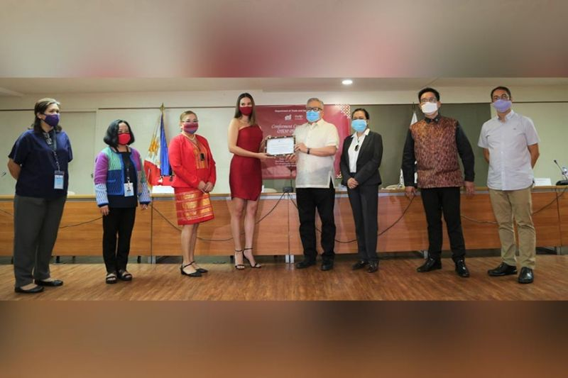 PAMPANGA. Miss Universe 2018 Catriona Gray receives a certificate from DTI officials after being named Otop Philippines Ambassador. (Contributed photo)